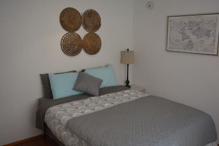 1/2 Block to Beach, Shabby Chic Private Room/Bath - Los Angeles - Apartment