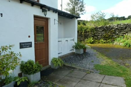 GARDENEND COTTAGE, Staveley, Nr Windermere - Staveley - House