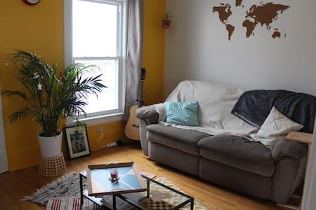 Bel appartement lumineux bien placé - Sherbrooke