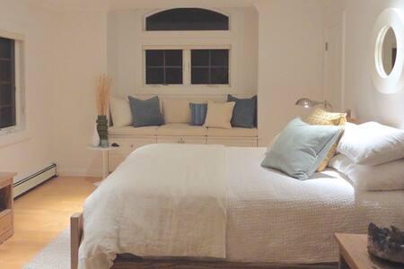 Luxurious Beach Home (Sunnyside Bedroom) - East Atlantic Beach