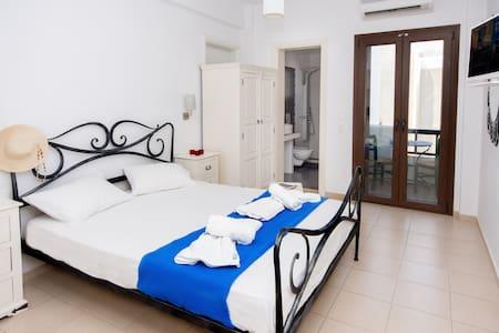 Superior room  depis place - Naxos