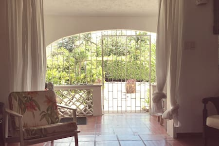 Perfect for couples, cosy 1 bedroom in Holetown - Wohnung
