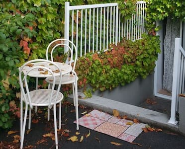 Top 20 holiday lettings mercier hochelaga maisonneuve for Beau jardin apartments st louis