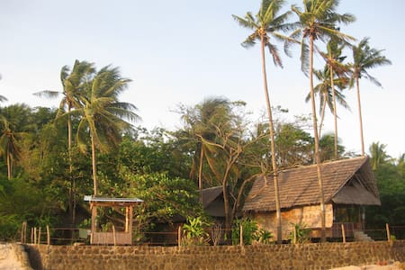 Peaceful Seaside Cabin, Tambobo Bay - Haus