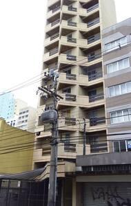 Quitinete Central ao lado do Teatro Guaíra e UFPR - Curitiba - Appartamento