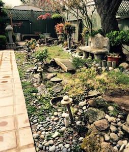 Lovely mid-peninsula garden oasis - San Mateo - House