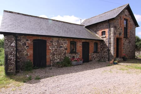 Quirky converted stone Barn. - North Tawton