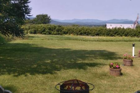 Adirondack views apartment in historic farmhouse - Huoneisto