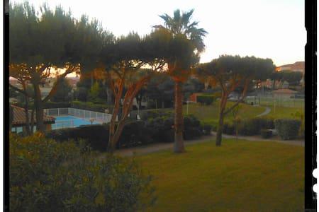 studio Six Fours avec piscine/tennis  plage  150m - Six-Fours-les-Plages - Apartment