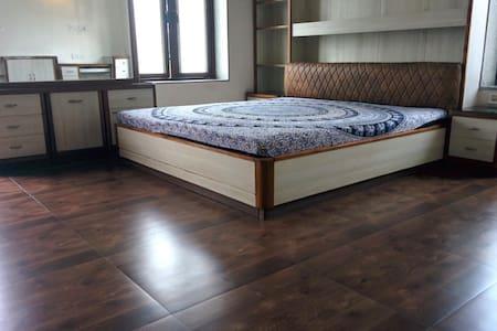 2 Rooms in a Villa - a weekend getaway - AC - Pool - Vila