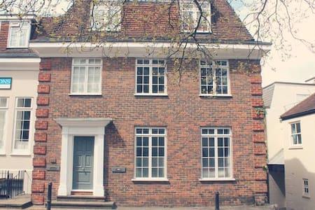 Lovely Apartment in Harrow on the Hill Village - Harrow
