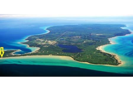 Fresh-water Island Paradise - Beaver Island - Huis