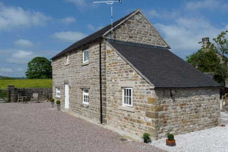 Charming Converted Stone Barn Peak District - Staffordshire - Casa
