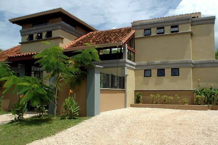 Perfect vacation house close to the beach - Tamarindo - House