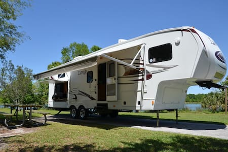 2011 34' Keystone Laredo 5th Wheel - Camper/RV