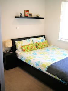 cosy and quiet room, queen bed - Padbury - Haus