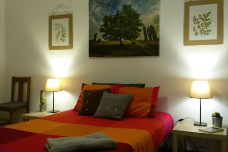 Big and comfortable room in a cozy house! - El Cuchillo - Hus