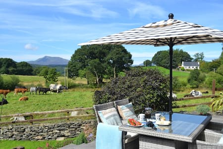 Luxury 5* Tryfan Cottage  En-suite rooms - Capel Garmon - House