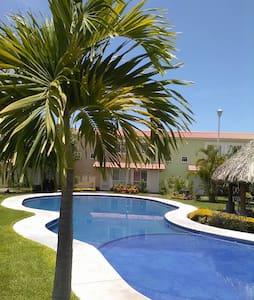 Habitación y casa con alberca en Morelos - Dům