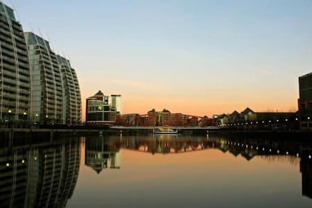 Gorgeous Salford Quays 1 Bedroom with Parking - Apartment
