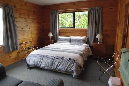 Nikau Rise Bed and Breakfast - Bellbird room - Greymouth - Bed & Breakfast