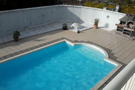 Studio haut de villa avec piscine - Dom