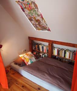 Bett mit Balkon mitten in Köln... - Köln - Lejlighed
