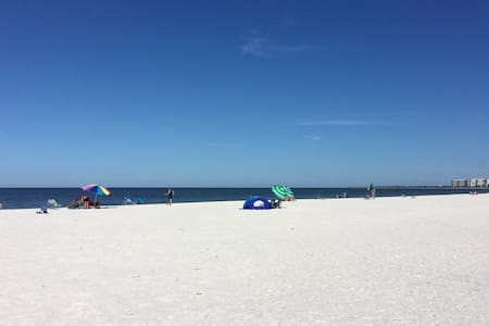 Paradise AwaitsI 2 Blocks to Marco South Beach. - Marco Island