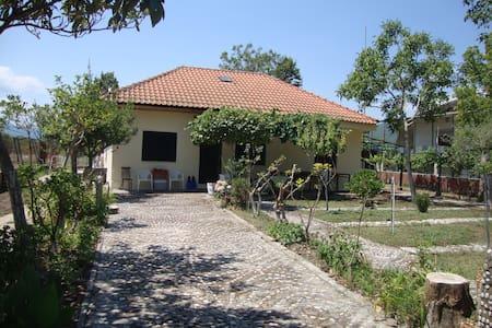 Ασπροβάλτα - Μονοκατοικία με μεγάλη αυλή - House
