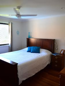 Lovely Queen size Rm on a Farm in a Koala habitat. - Lismore - Dom