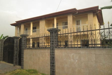 Spacious Duplex - 4 bedrooms + 4 showers /toilets - Limbe - Apartment