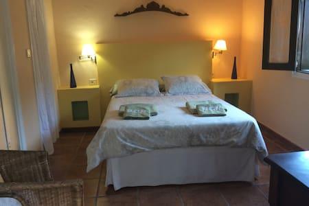 cómoda suite privada independiente con cocina. - Hermigua