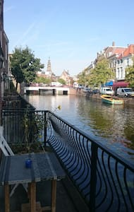 Beautiful house on the canal in the city center - Leiden