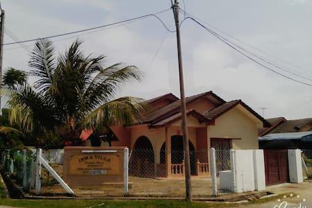 Isma Villa Homestay Kemaman (Monica Bay Seaview) - Cukai - Bungalow