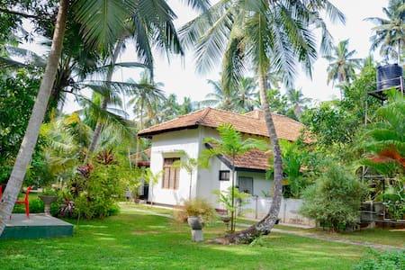 Krishan Villa Near Airport/Negombo - Huvila