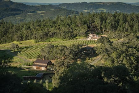 Villa on 258 acres in Sonoma Wine Country - Santa Rosa - Villa