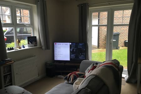 Countryside Flat w Easy access to London - Apartamento