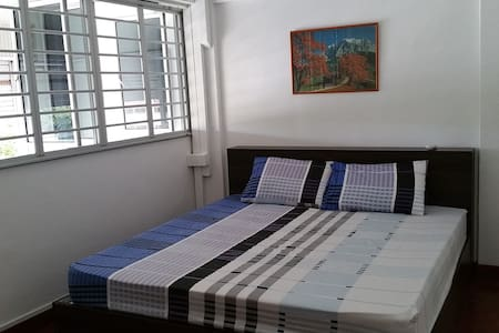 Master Bedroom With Friendly People & Safe - Szingapúr