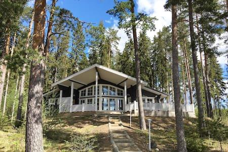 Cosy, modern log villa by the lake! - Hämeenlinna - Villa