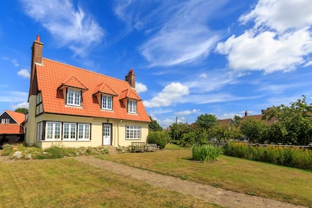 The Ness - home overlooking Thorpeness Meare - House