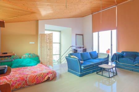 Gran Habitación Abuhardillada en  Campo de golf - Altorreal