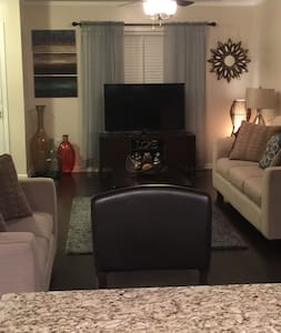 3 Bedroom/3.5 Bath/3 Level Townhome - Byhus