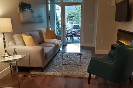 Modern Upscale 1BR Condo in Central Lonsdale - North Vancouver - Condominium
