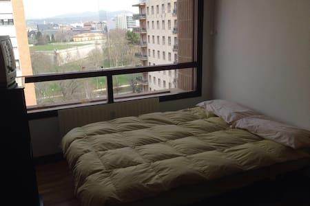 Habitación tranquila en Pamplona - Huoneisto