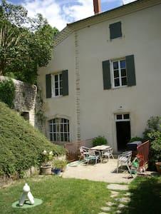 Chambre en Drôme Provençale. - Hus