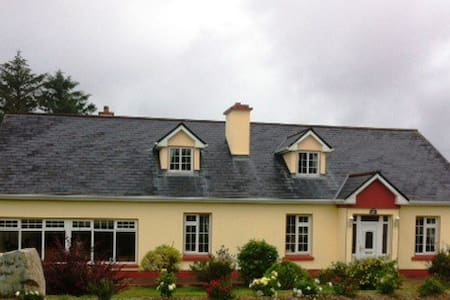Deelbridge on route to Wild Atlantic Way (Mayo) - House