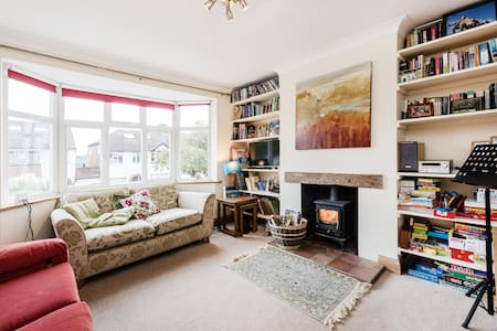 Family home in Kings Langley - Hus