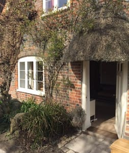 Old Thatched Cottage - sleeps 6 - East Kennett - Huis