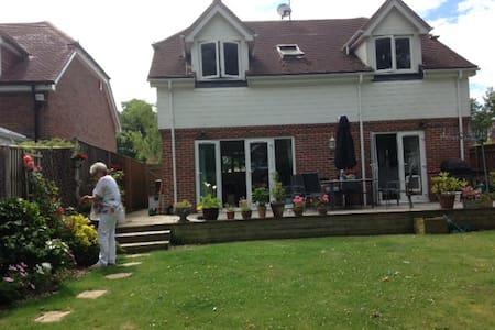 Lovely peaceful cottage - Barnham - Rumah