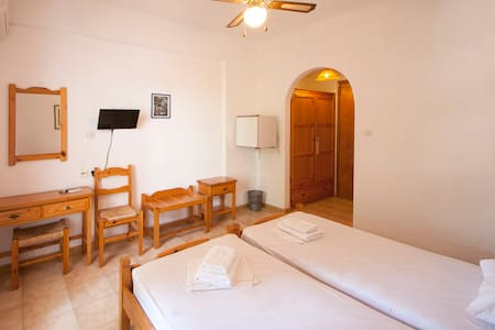 TWIN ROOM - Guesthouse